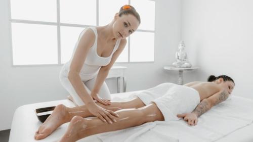 69 facesitting lesbians oil massage