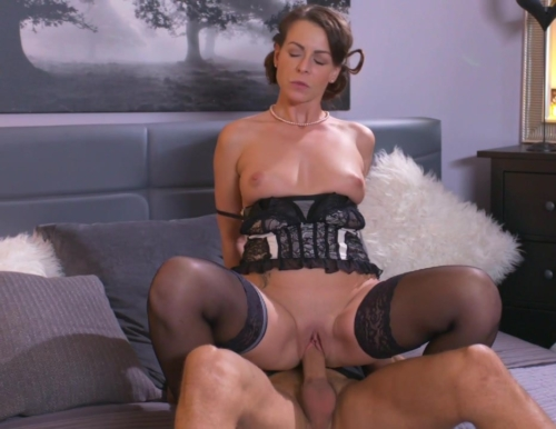Mature Housewife In Stockings Squirting After Blowjob And Deep Fuck