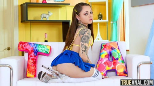 HOLLY HENDRIX – Stretching Holly's Backdoor