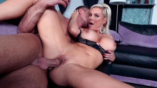 I Fucked My Friends Sexy Mother While He Was At The Store