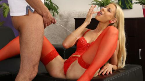 Piss Soaked Blonde With Lynna Nilsson