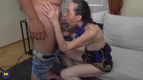 Skinny Mature Mom Fucks White Daddy